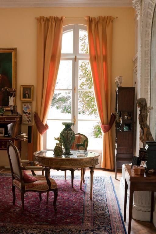 chambres d 39 h tes ch teau de raissac chambres d 39 h tes b ziers. Black Bedroom Furniture Sets. Home Design Ideas