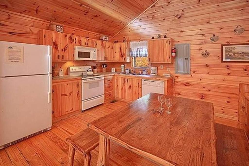 Mountain seclusion sevierville online booking for 37862 vessing terrace