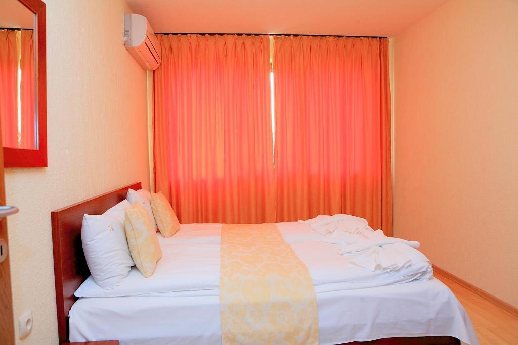 chambres d 39 h tes guest rooms vais chambres d 39 h tes sandanski. Black Bedroom Furniture Sets. Home Design Ideas