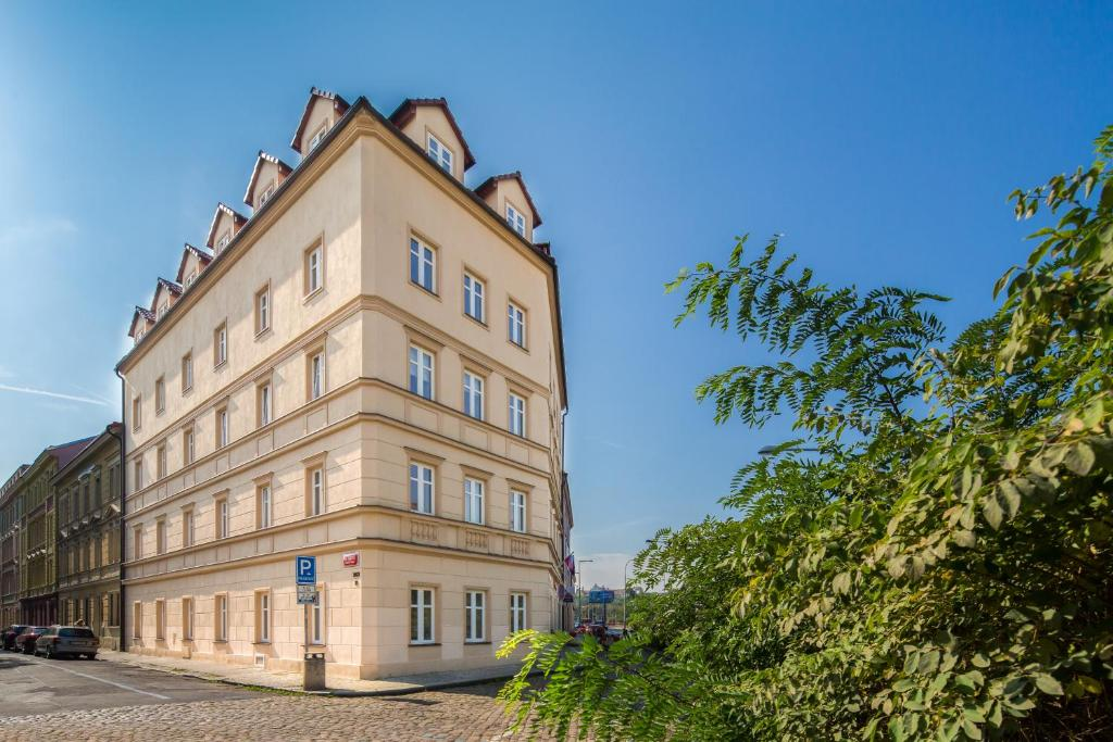 Le petit hotel prague prague online booking viamichelin for Hotel reservation in prague