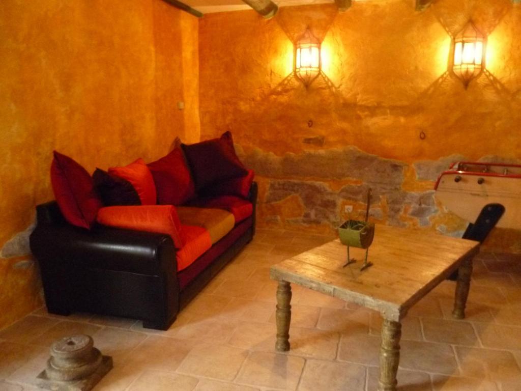 Chambres d 39 h tes mas du puits d 39 amour chambres d 39 h tes orange dans le vaucluse 84 for Chambre dhotes orange vaucluse