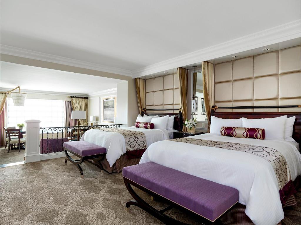 Una cama o camas en una habitación de The Venetian® Resort Las Vegas