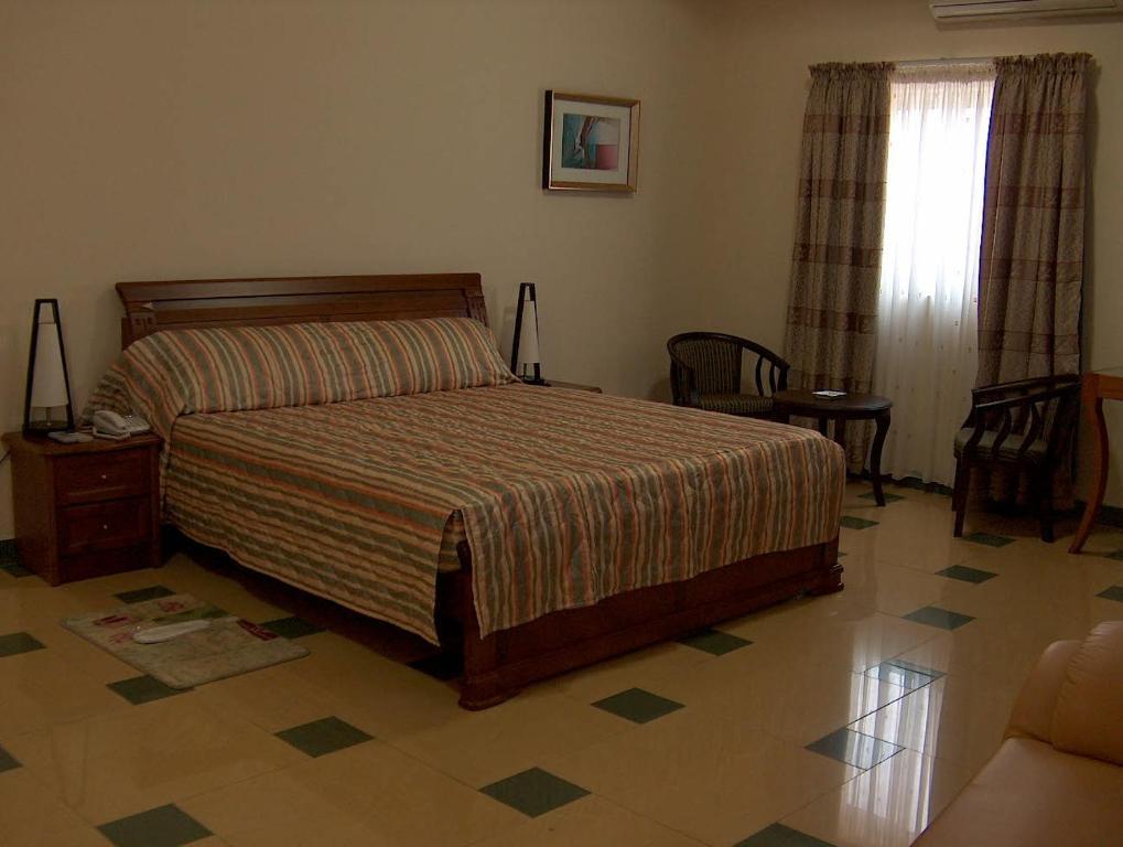 h tel le chevalier cotonou prenotazione on line viamichelin. Black Bedroom Furniture Sets. Home Design Ideas