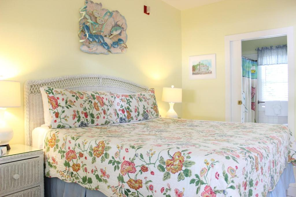 Angelina guesthouse adults only key west for Piani casa in stile key west