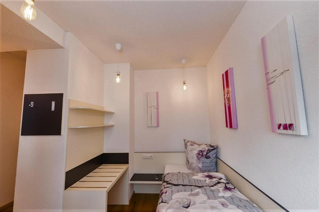 Hotel garni jesch r servation gratuite sur viamichelin for Hotel meuble suisse genova