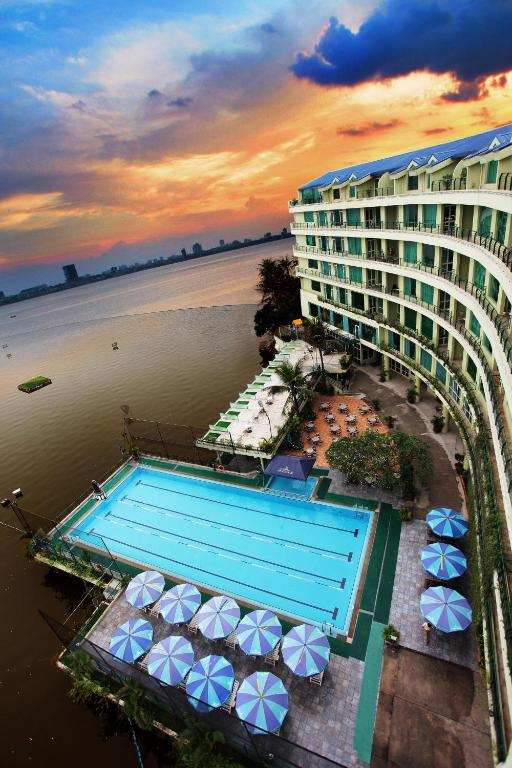 The Hà Nội Club Hotel & Lake Palais Residences
