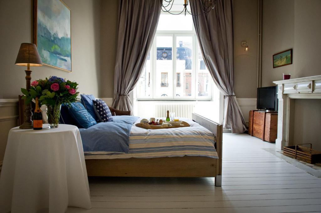 chambres d 39 h tes b b le seize chambres d 39 h tes bruxelles. Black Bedroom Furniture Sets. Home Design Ideas