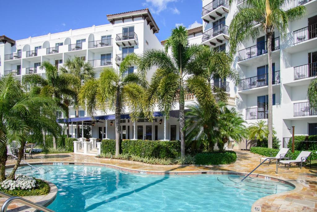 Inn at pelican bay naples online booking viamichelin for Public swimming pools in naples florida