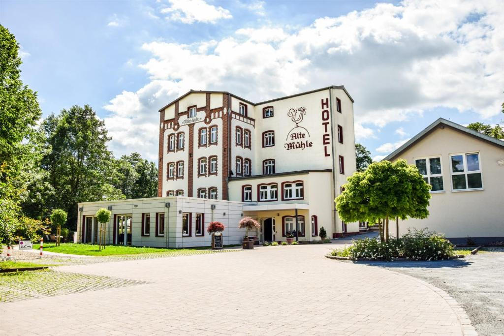Alte Mühle Hotel & Restaurant - Oeslau - book your hotel ...