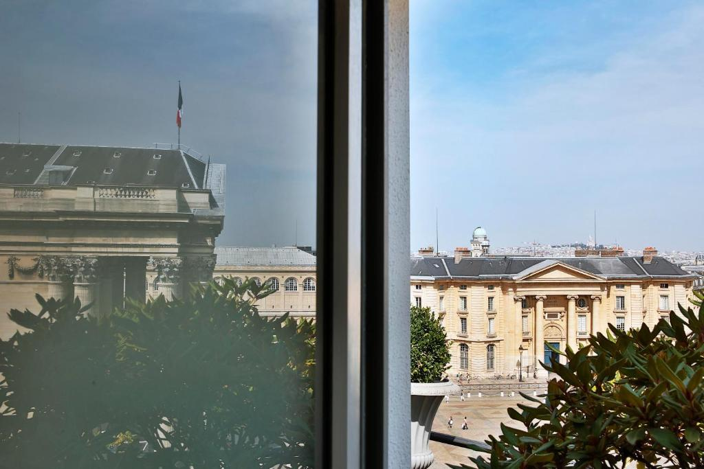 H tel des grands hommes paris book your hotel with for Michelin hotel france