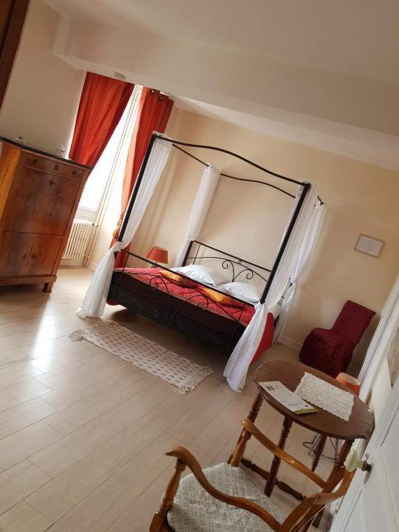 comme la maison pernay prenotazione on line. Black Bedroom Furniture Sets. Home Design Ideas