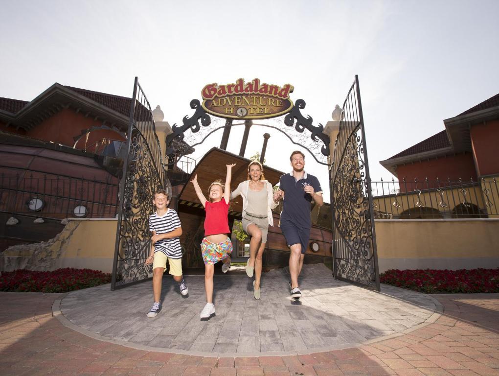 משפחה שוהה ב-Gardaland Adventure Hotel