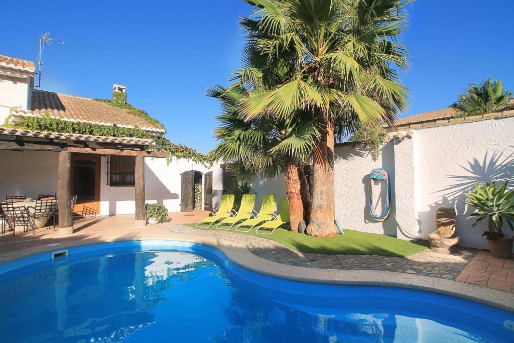Casa de vacaciones encantadora casa con piscina privada y for Apartamentos con piscina privada vacaciones