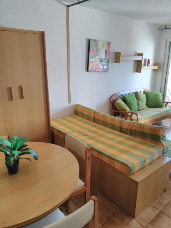 Alpen1 pe ismar i pe scola reserva tu hotel con for Habitaciones familiares valencia
