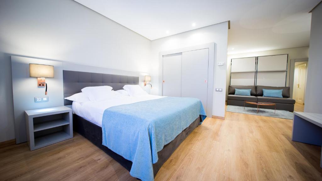Una cama o camas en una habitación de Mercure Carlton Rioja