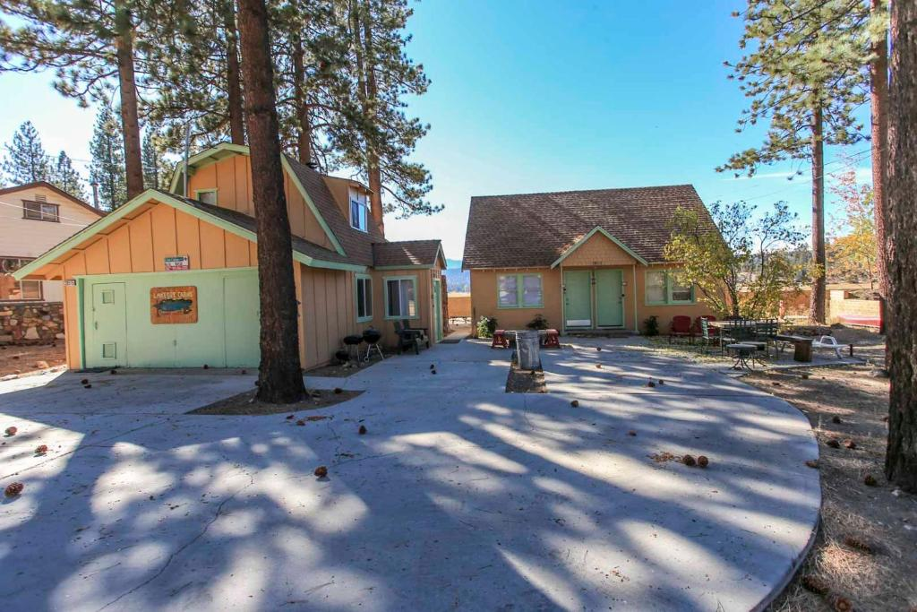 Lakeside cabin 9 big bear lake book your hotel with for Usmc big bear cabins