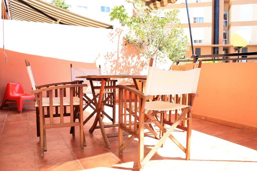 Un restaurant u otro lugar para comer en Duplex beach, 2 bedrooms, terrace & pool