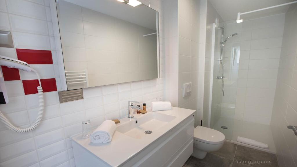 hotel la fabrique la rochelle online booking viamichelin. Black Bedroom Furniture Sets. Home Design Ideas