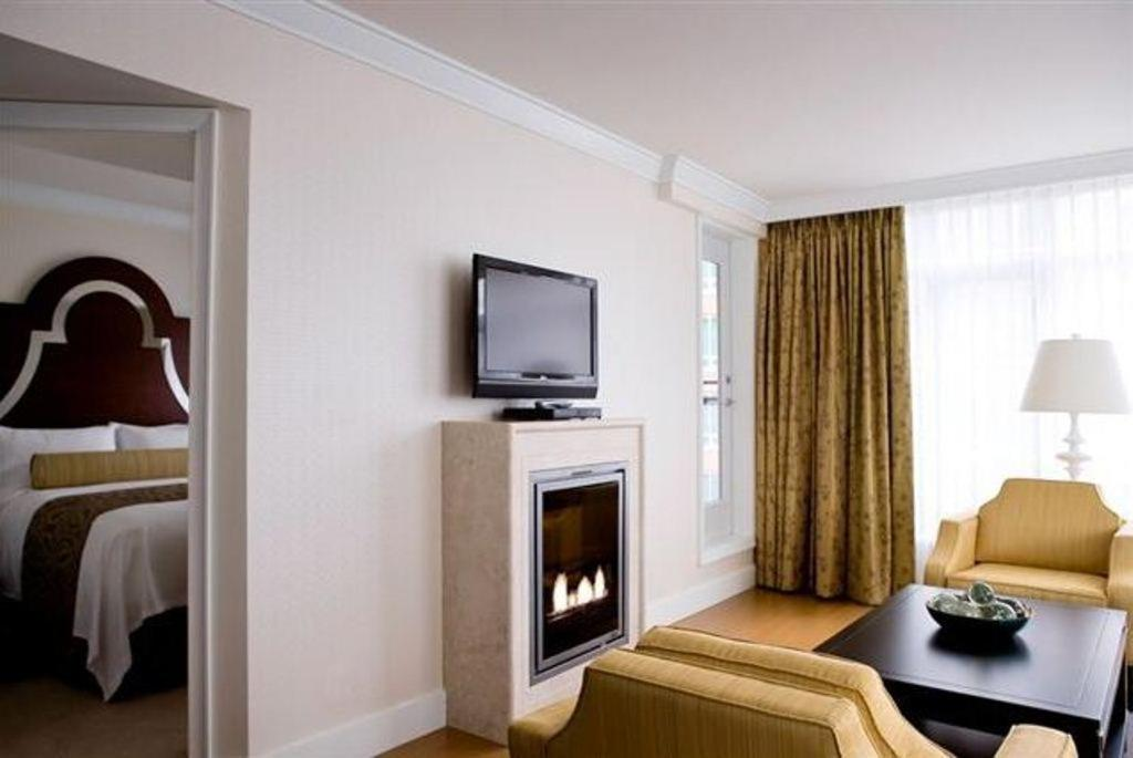 Hermitage Hotel Vancouver Booking