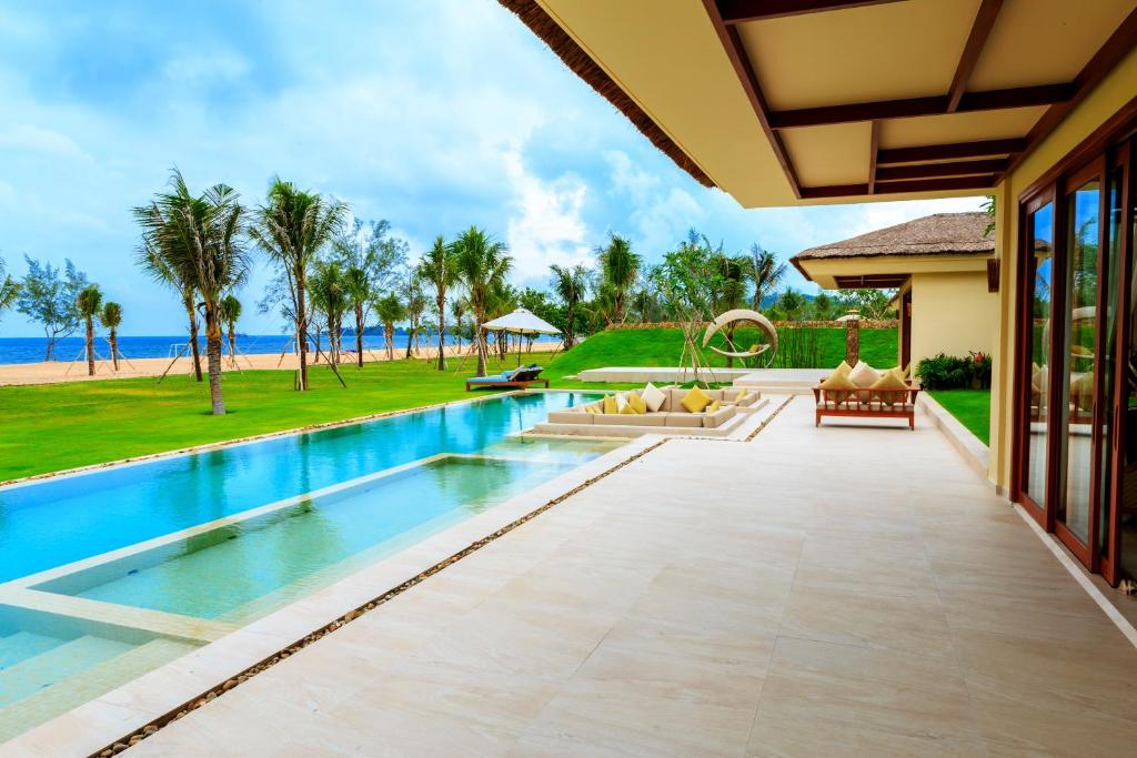 Grand Beach Villa - 5 Bedroom (All Spa Treatments Included)