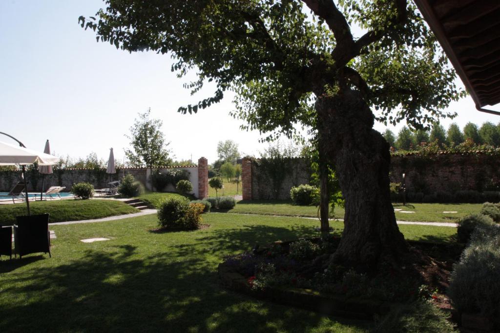 Hotel wellness antico borgo torricella san vito al - Piscina san vito al tagliamento ...