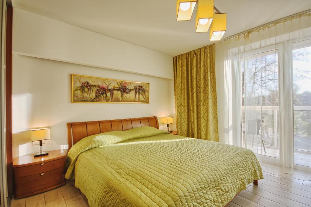Giường trong phòng chung tại Park apartment