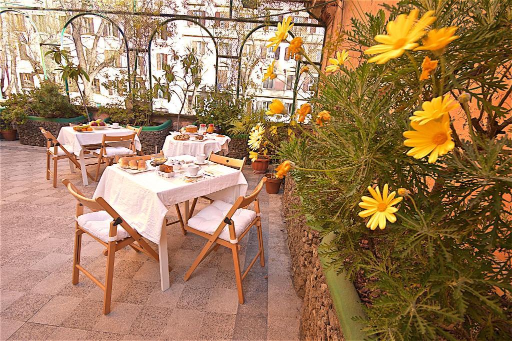 מסעדה או מקום אחר לאכול בו ב-Hotel Carmel