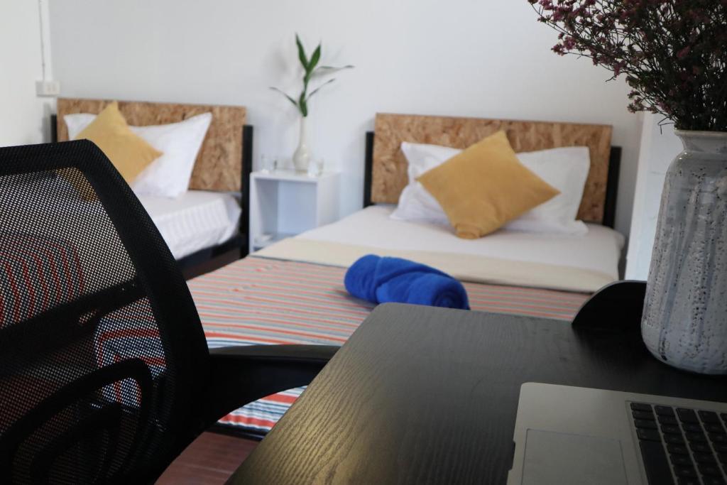 Una cama o camas en una habitación de IN THE CITY Co-Living & Co-Working Space