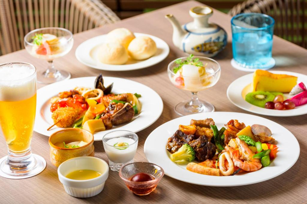Opciones de almuerzo o cena para los huéspedes de Best Western Okinawa Onna Beach