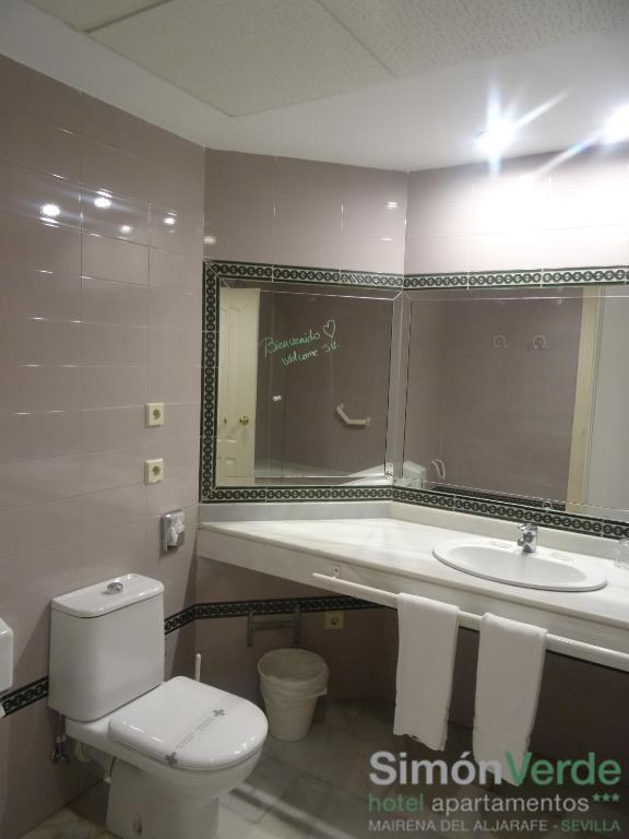 Hotel apartamentos simon verde gelves reserva tu hotel for Alquiler de casas en simon verde sevilla