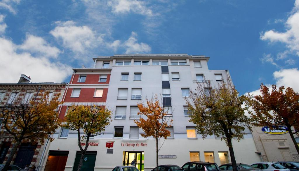 Appart hotel reims champ de mars rheims book your for Appart hotel reims
