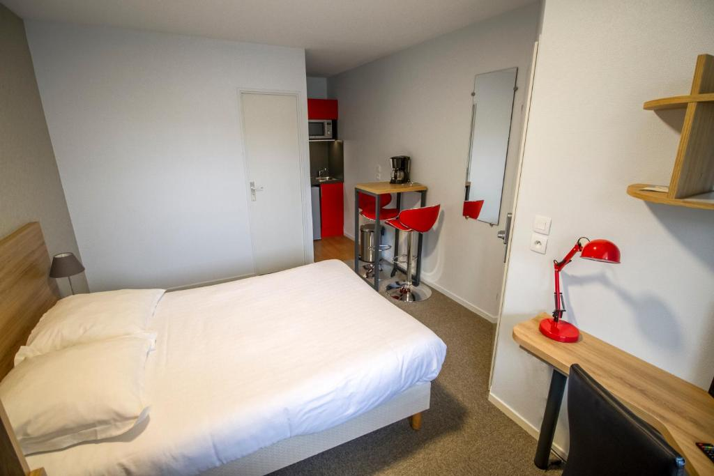 Appart hotel reims champ de mars rheims book your for Hotel appart reims