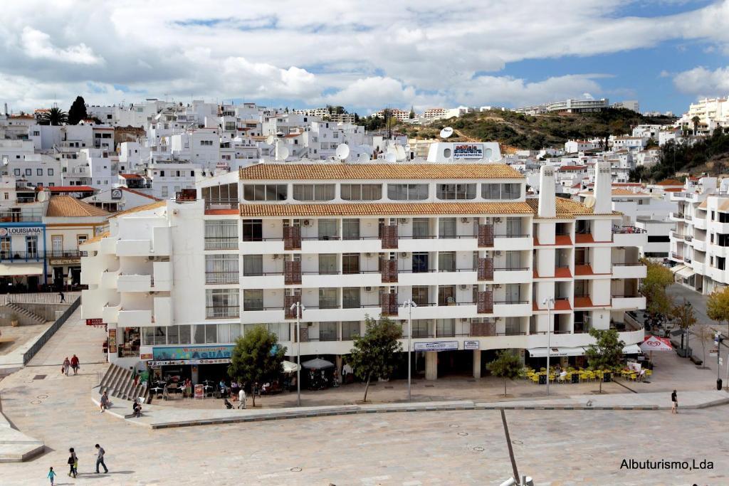Edificio albufeira apartamentos albuturismo lda casas de vacaciones albufeira - Apartamentos algarve ...