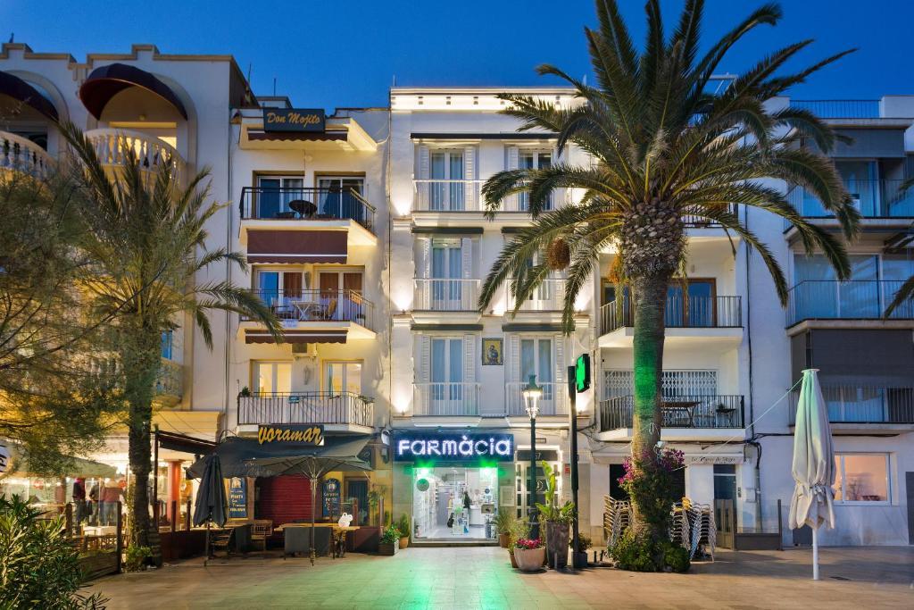 Sitges group playa san sebasti n sitges reserva tu for Hoteles con habitaciones familiares en san sebastian