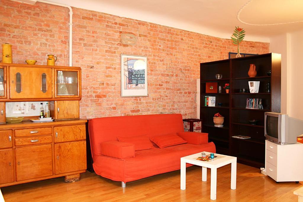 happy apartments berlin sch nebergkreuzberg berlin. Black Bedroom Furniture Sets. Home Design Ideas