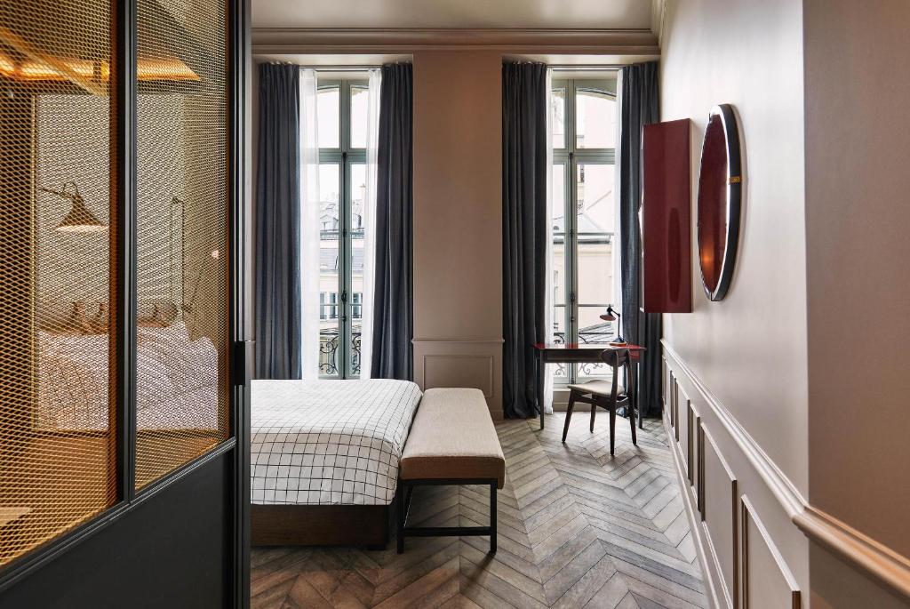 the hoxton paris paris book your hotel with viamichelin. Black Bedroom Furniture Sets. Home Design Ideas