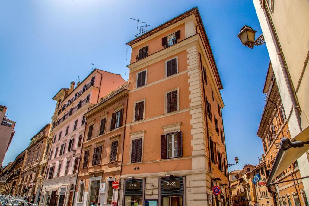 Cozy studio parlamento rome online booking viamichelin for Parlamento on line