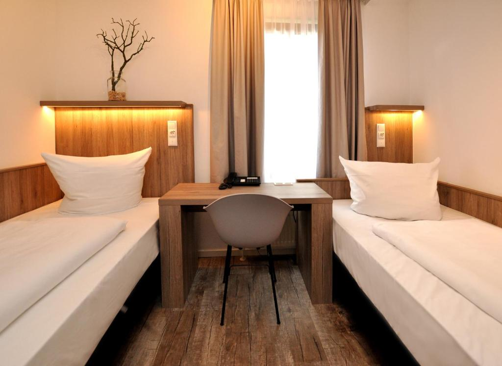 golden leaf hotel perlach allee hof munich book your hotel with viamichelin. Black Bedroom Furniture Sets. Home Design Ideas