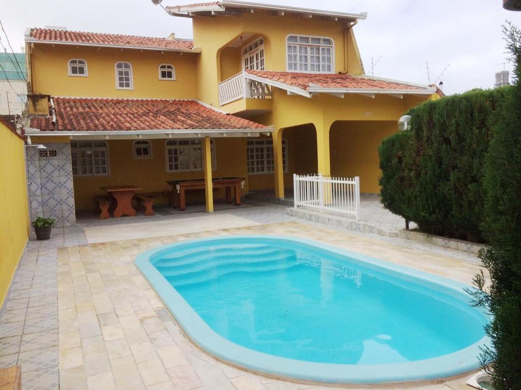 Casa de temporada casa com piscina balne rio cambori brasil balne rio cambori - Case americane con piscina ...