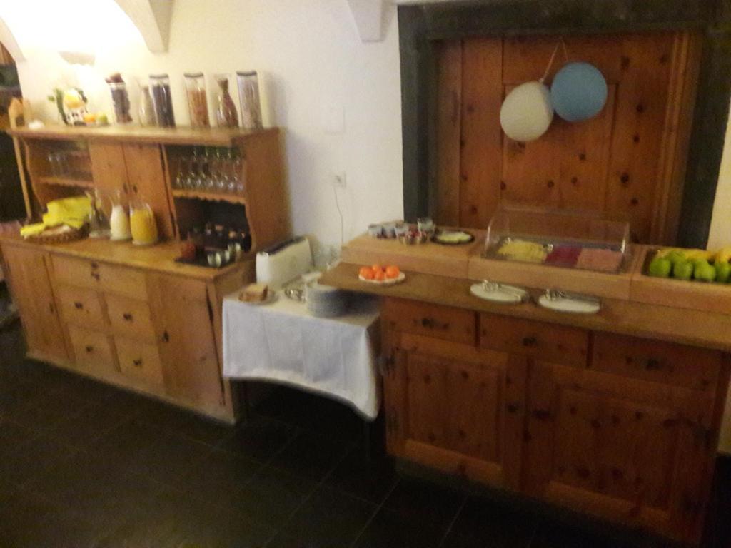 Posthotel churwalden churwalden viamichelin informatie en online reserveren - Kamer buffet heeft houten eet ...