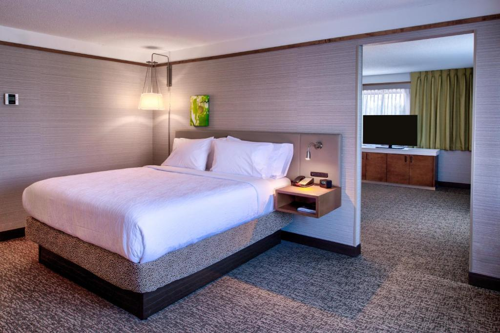 Hilton Garden Inn Detroit Southfield Southfield Book Your Hotel With Viamichelin