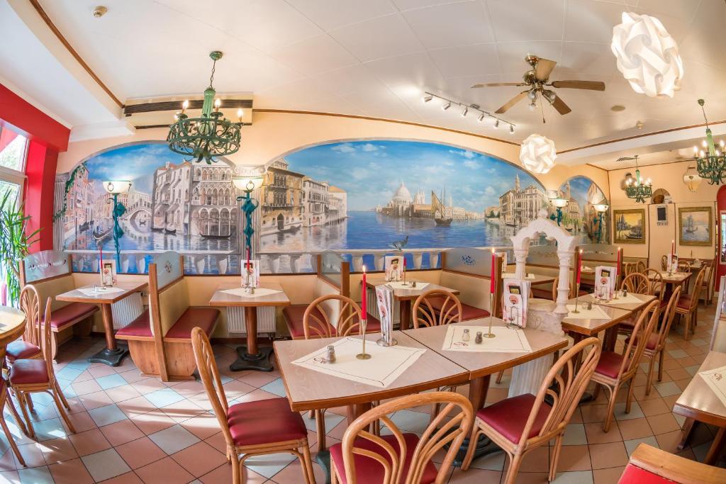 Hotel Rialto Room Service