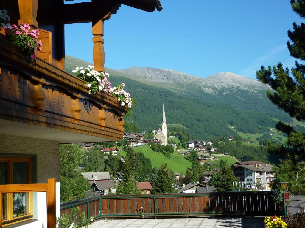 Pension appartement ambrosi book your hotel with for Booking appartement