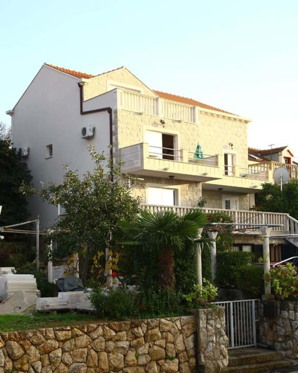Apartments Miljas