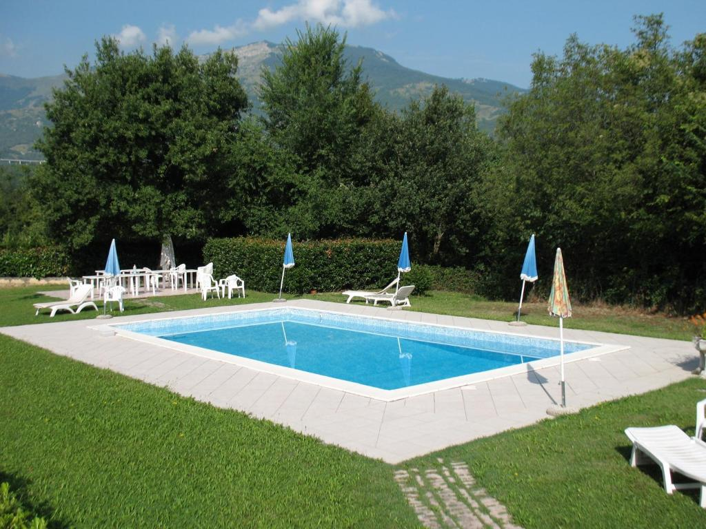 Residence la piscina isola del gran sasso d 39 italia for Piscine on line
