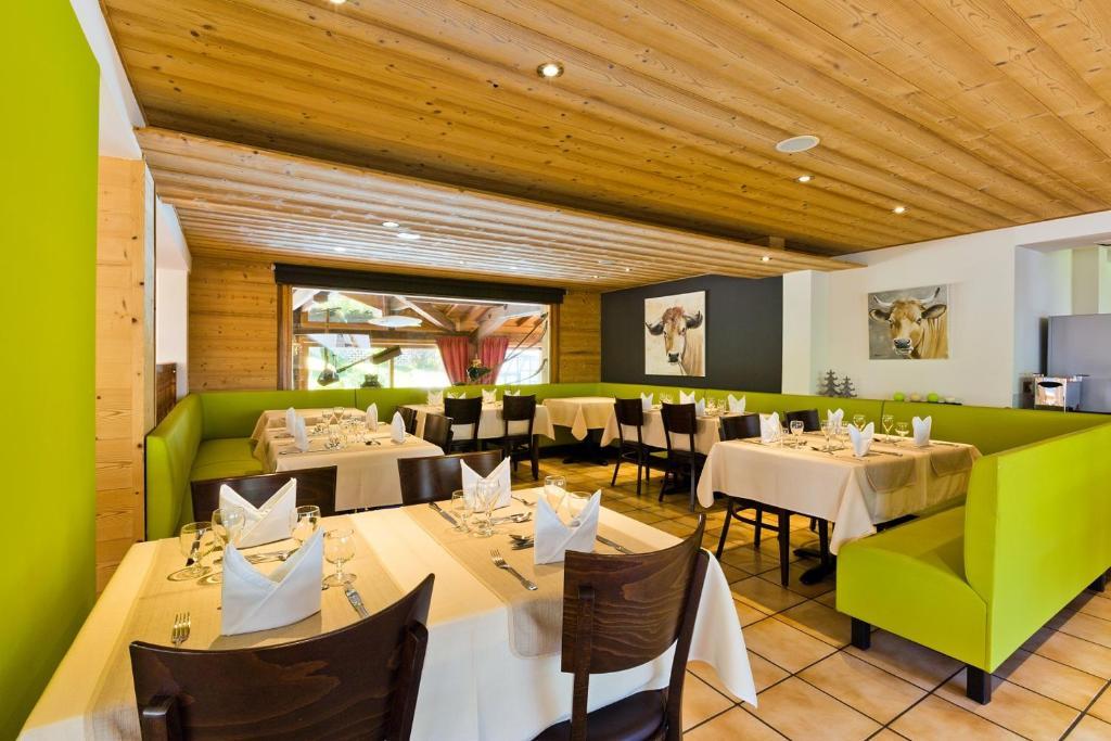 Logis hotel les bruy res monthey viamichelin informatie en online reserveren - Chalet stijl kamer ...