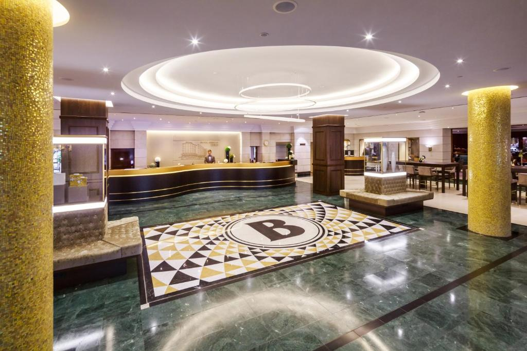Hotel bristol berlin berl n reserva tu hotel con for 4 design hotel q berlin