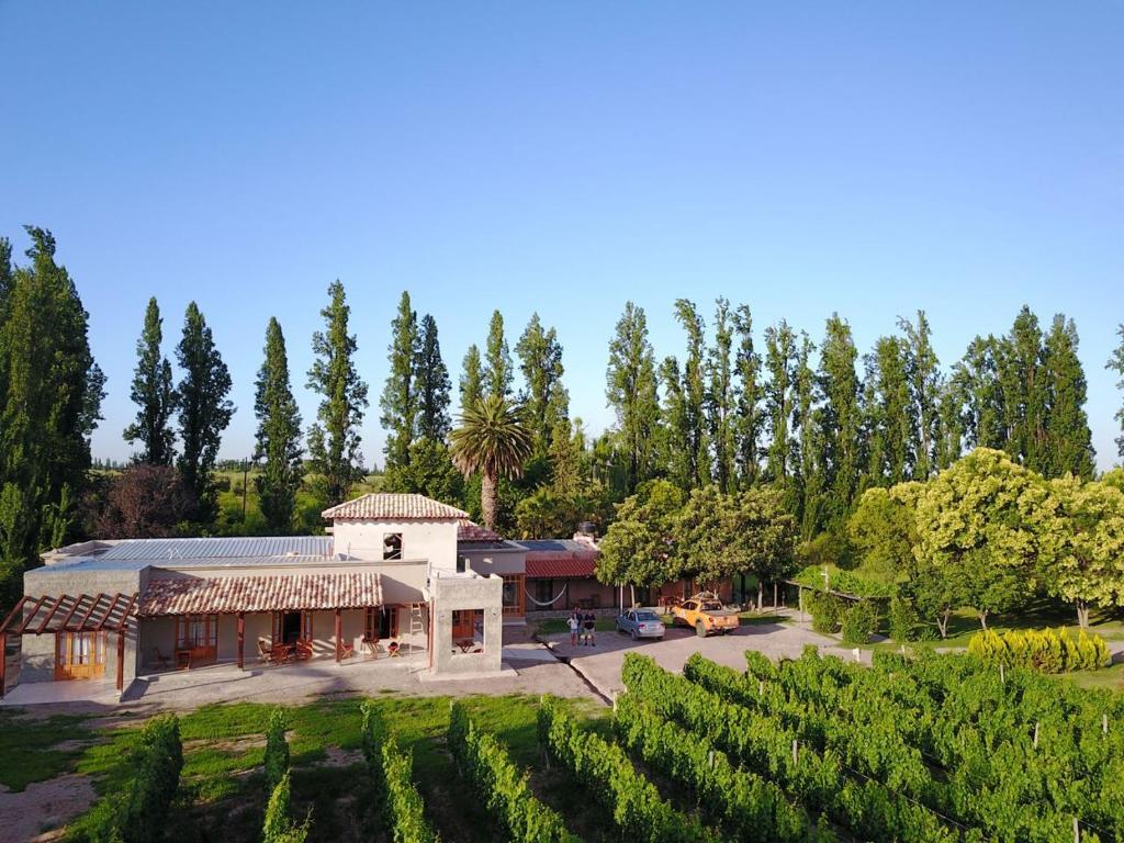 Posada cavieres wine farm maip book your hotel with for Jardin secreto wine