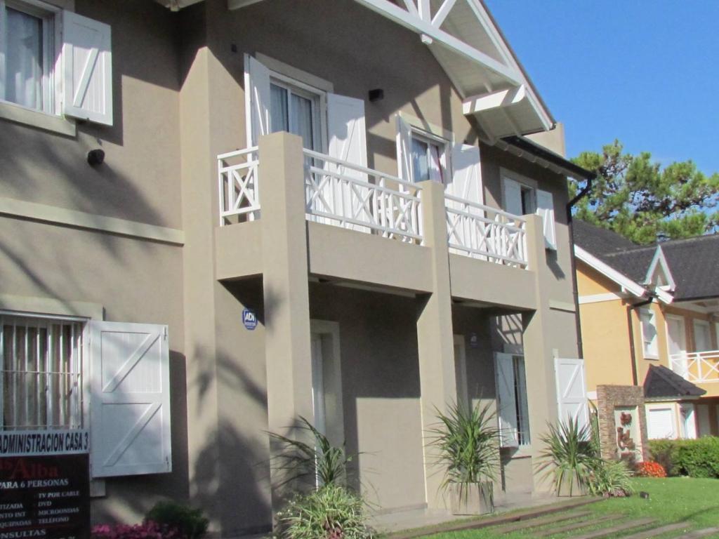 Casa De Vacaciones Casalba Argentina Villa Gesell Booking Com # Muebles Villa Gesell