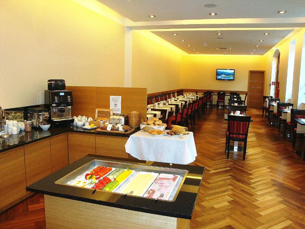 Booking Com Hotel Cryston Wien